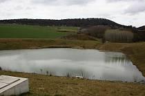 Protipovodňová nádrž leží asi v polovině cesty mezi Moravany a chatovou oblastí Kameňák.