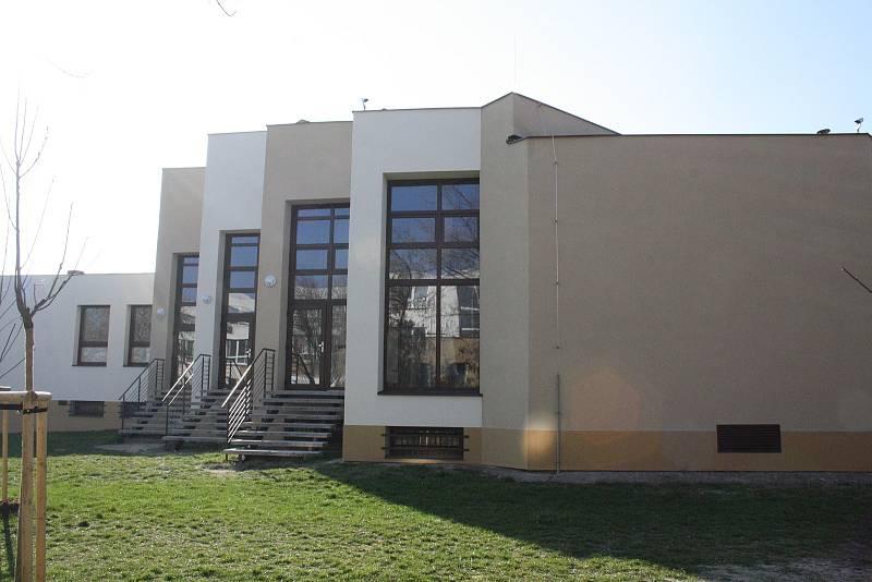 HODONÍN. Bývalé sídlo okresního výboru KSČ v Hodoníně v současnosti slouží stavebnímu odboru městského úřadu a základní umělecké škole.