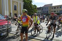 Peleton cyklistů projektu Na kole dětem se druhý červnový víkend zastavil v Hodoníně.