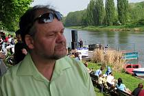 Bývalý hodonínský starosta Igor Taptič při nedávném odemykání řeky Moravy.