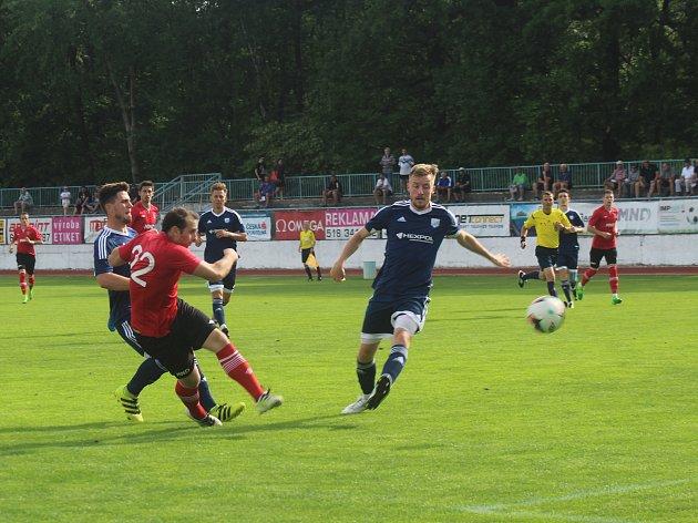 Fotbalisté Hodonína (v červených dresech) jsou zachráněni. Navíc se posunuli na šesté místo.