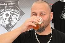 Horňácký košt piva v Lipově.