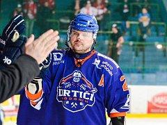 Čtyřicetiletý obránce Petr Pokorný (na snímku) je nejstarším hodonínským hokejistou v letošním play off.