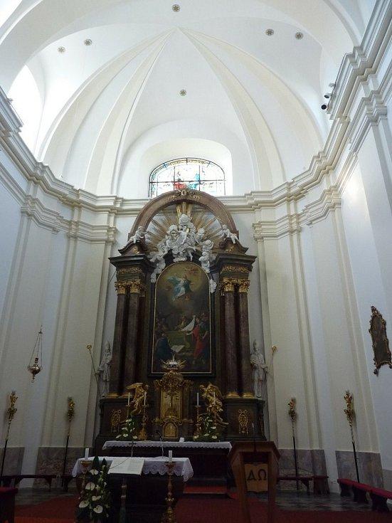 Kostel Nanebevzetí Panny Marie v Pozořicích na Brněnsku.