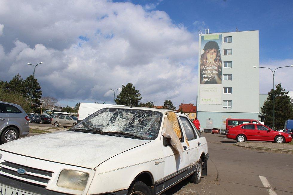 Pro tento vrak si má do Hodonína přijet majitel z Prahy. Vyzval ho hodonínský městský úřad.