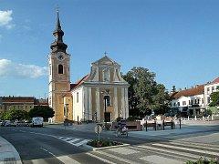 Náměstí a kostel dnes.