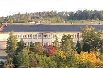 Projekt fotovoltaické elektrárny na střeše nenkovické školy.