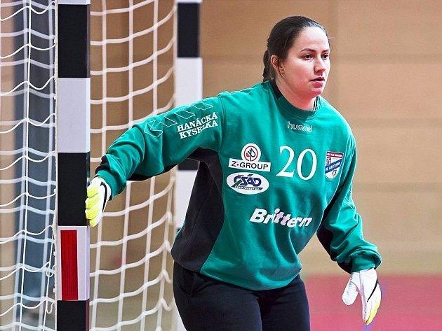 Nová brankářka Nesytu Hodonín Lenka Horáková odchytala sobotní turnaj žen v halovém fotbale v dresu kamarádky Dariny Zvoničové.