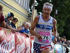 Nejstarší startující, osmdesátiletý veterán Květoslav Hána, znovu předvedl výborný výkon, když pět kilometrů v Radošovcích absolvoval za 32:23 minuty.