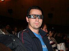 Promítání 3D filmu.