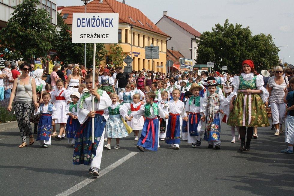Víkend patřil ve Strážnici milovníkům folkloru. Na devětašedesátý ročník Mezinárodního folklorního festivalu Strážnice dorazili účinkující ze všech koutů České republiky i světa.