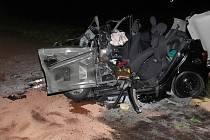 Následky tragické dopravní nehody u Mutěnic, při níž zemřela mladá řidička.