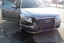 Tři auta se ve středu před osmou ráno srazila za hlavní světelnou křižovatkou v hodonínské Bažantnici.