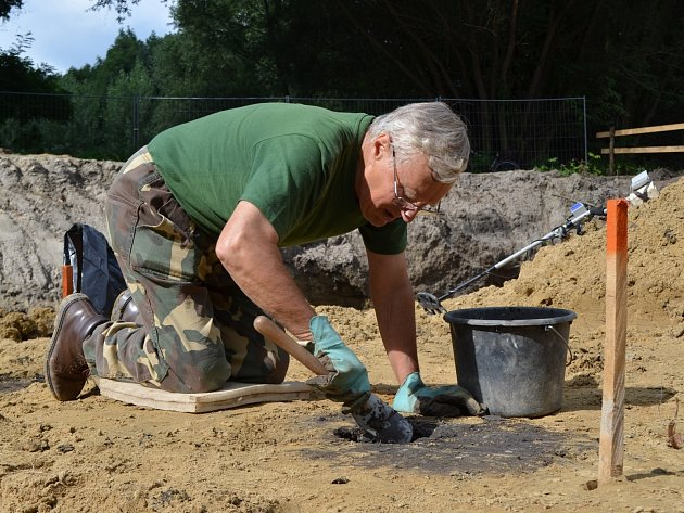 Archeologický záchranný výzkum u josefovského rybníku.