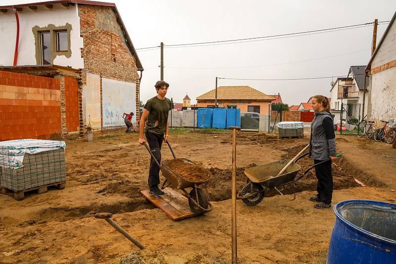 Dobrovolníci pomáhali kompenzovat následky tornáda.