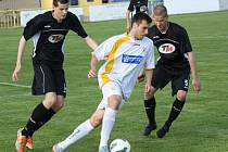 Fotbalisté Ratíškovic (v tmavém) proti brněnské Spartě. Ilustrační foto.