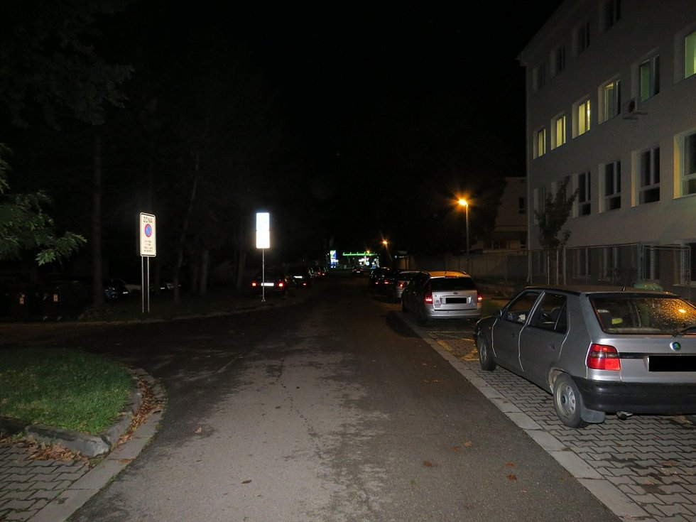 Neznámý řidič poškodil zaparkovanou Kiu a z místa nehody ujel.