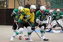 Před malenovickou brankou bojuje sudoměřický kapitán Jan Kaluža mladší (ve žlutém) s Daliborem Mahdalem.
