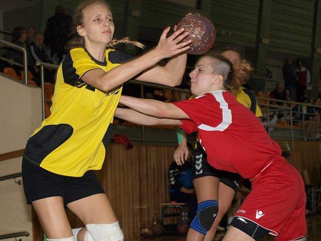 Házenkářky Hodonína budou na mezinárodním turnaji spoléhat především na branky kanonýrky Valerie Smetkové (ve žlutém).