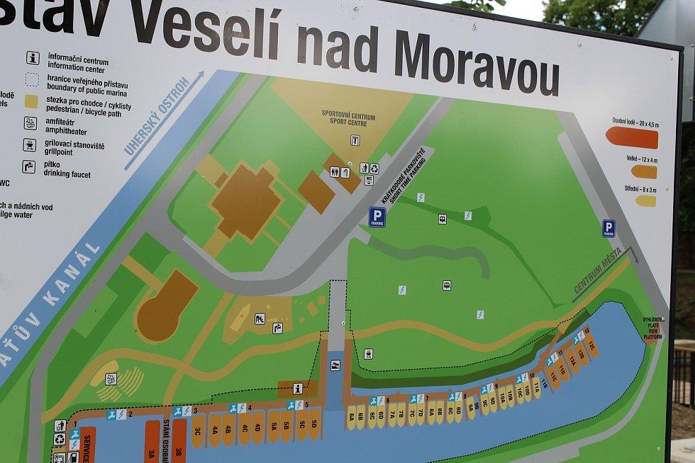 Přístav ve Veselí nad Moravou, den před slavnostním otevřením.