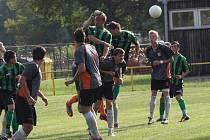 Pohledný fotbal s řadou gólových šancí a šest branek nabídly divákům dva nejúspěšnější týmy hodonínského okresu uplynulé sezony. Nakonec se z jasné výhry radovalo RSM Hodonín, když zvítězilo nad Vracovem 5:1.