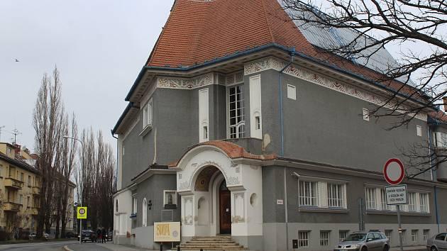 Současný venkovní stav budovy Galerie výtvarného umění v Hodoníně.