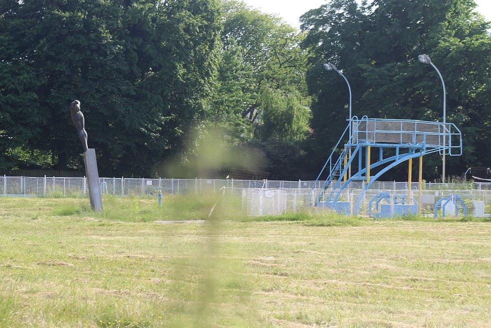 Areál městského koupaliště v Kyjově v polovině června 2021 před rekonstrukcí.