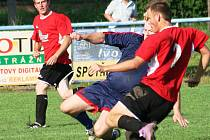 Fotbalisté Strážnice porazili Tvarožnou Lhotu 3:0.