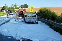 : Požár vozu zastavil provoz mezi Strážovicemi a Archlebovem.