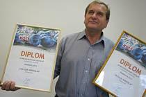 Miroslav Vaculík s diplomy za vítěze v kategoriích Flora koštu.
