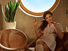 Třiadvacetiletá Julie Šurková se z hodonínského dramatického kroužku dopracovala až k herecké kariéře v Praze. Tuto dámu lidé mohli spatřit v reklamách, videoklipech, ale také v hereckých rolích.