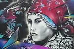 Nová výstava v Hodoníně spojuje tradiční folklor s graffiti.