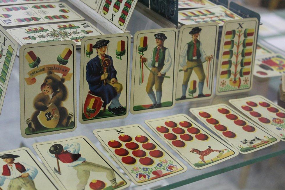 Unikátní výstava hracích i vykladacích kartet v hodonínském Masarykově muzeu.