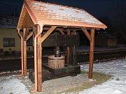 Unikátní lis na víno z roku 1805 je k vidění téměř v centru Hovoran.