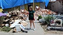 Extrémní bouřky, krupobití a především tornádo druhého nejsilnějšího stupně zasáhlo šestadvacetikilometrový pás území Břeclavska a Hodonínska.