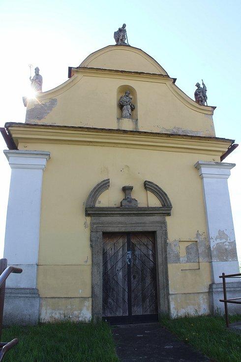 Výhledy z okolí budoucí rozhledny Tanečnice. Kaple svatého Rocha.