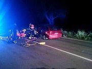 Motocyklistu museli ve středu večer vyprošťovat hasiči zpod osobního auta před Čejkovicemi ve směru od Velkých Bílovic. Pro zraněného letěl vrtulník.