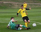 Fotbalisté Bzence (v zelených dresech) prohráli na hřišti divizního nováčka ze Strání 1:2 a v celostátním poháru MOL Cup skončili už v předkole.