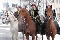 Tři králové začali vybírat na koních
