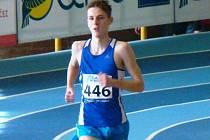 Filip Sasínek si na začátku roku postupně prodlužuje délku svých závodních tratí. Tentokráte z toho byl triumf v závodě na tři tisíce metrů v novém osobním a okresním rekordu 8:32,43 minuty.