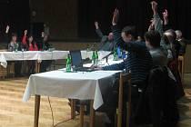 Dubňanští zastupitelé schválili ve středu šestnáctého března novou vyhlášku upravující podmínky hlavně pro pořádání veřejných akcí s hudbou a pro pití alkoholu na veřejnosti.