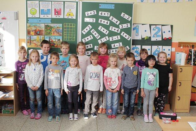 Žáci první třídy Základní školy a mateřské školy vMiloticích.