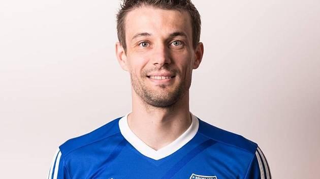 Záložník Radek Kundrata se vrátil z Rakouska domů do Milotic, kterým proměněnou penaltou pomohl k výhře nad Hovorany.