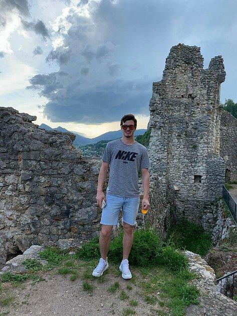 Uzříceniny hradu Neu-Falkenstein, nedaleko přechodného švýcarského bydliště.