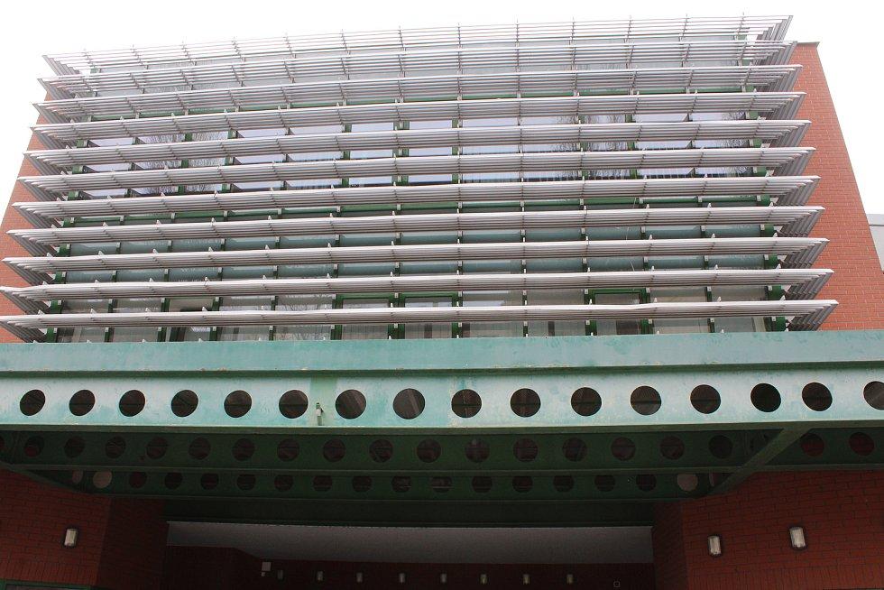 Od podzimu by měla na dění v okolí dohlížet ze zimního stadionu kamera.