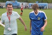 Fotbalisté Blatnice (v červených dresech) v 1. A třídě skupině B prohráli s Ratíškovicemi 2:3. Výhru hostů trefil záložník Dominik Jankůj.