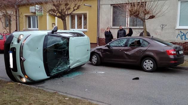 Nehoda v Hodoníně na křižovatce ulic Palackého a Dukelských hrdinů.