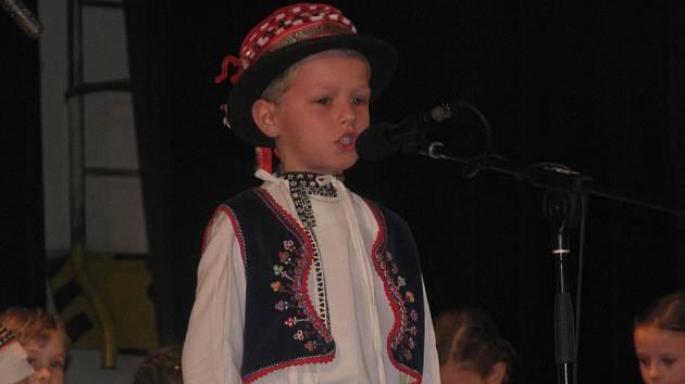Na nedělní odpoledne obléklo čtyřiadvacet dětí horňácký kroj. Poté zazpívaly na kulturním domě ve Velké nad Veličkou. Šest z nich postoupilo do oblastního kola ve Vacenovicích, kde se utkají o titul nejlepšího zpěváčka Slovácka.