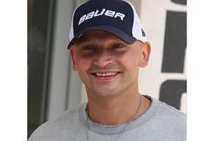 Nového sportovního manažera SHK Hodonín Davida Bauera teď fanoušci Drtičů mnohem častěji uvidí v civilu než na ledě s třiatřicítkou na zádech.