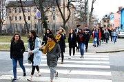 Hodonínští studenti vyšli ven. Vyjadřovali nesouhlas se současnou politickou situací